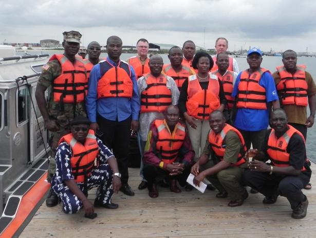 Photo de groupe des participants au port du Liberia