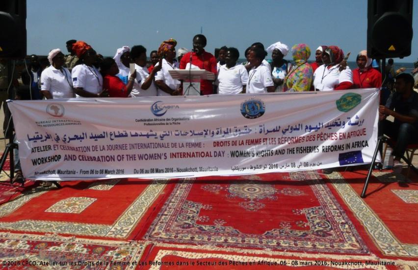 photo de groupe - MAURITANIE : les femmes africaines travaillant dans le secteur de la pêche célèbrent la Journée internationale de la femme