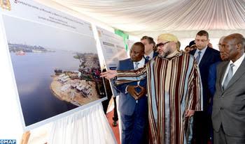 le Roi du Maroc, Mohamed 6, aide les petits pêcheurs