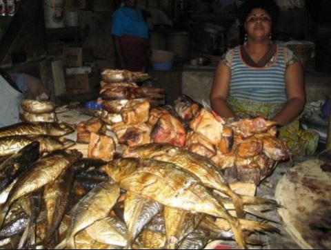 Some smoked fish displayed for sale (file photo)