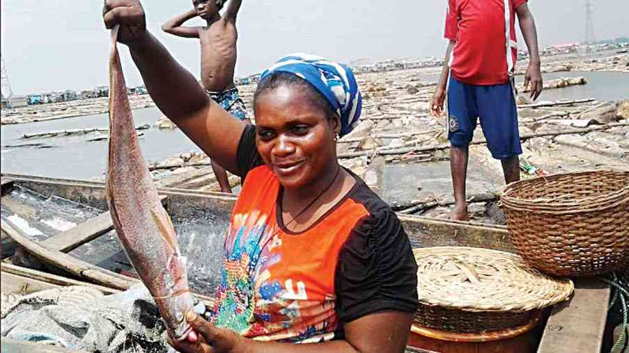Nigeria Makoko, fishing on Lagos lagoon