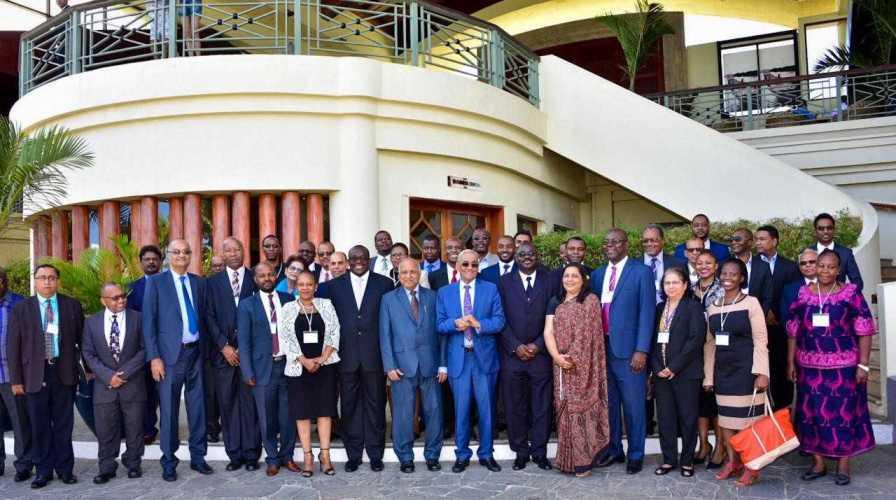Photo de groupe - La Renaissance africaine mise sur le potentiel de l'économie bleue