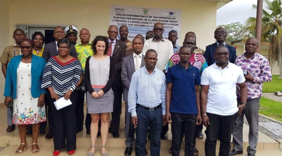 Côte d'Ivoire - photo de groupe atelier dinformation - acteurs du secteur de la pêche issus de l'administration centrale et des structures décentralisées