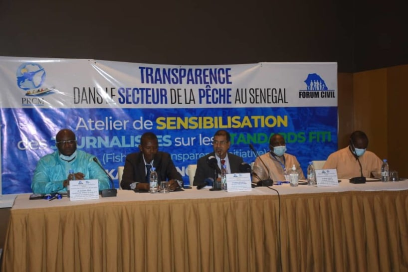 Vue d'ensemble - Atelier sensibilisation du Forum civil sur les standards FITI: les pêcheurs étalent le filet de leurs misères